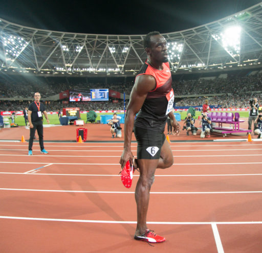 Usain Bolt wins mens 200m